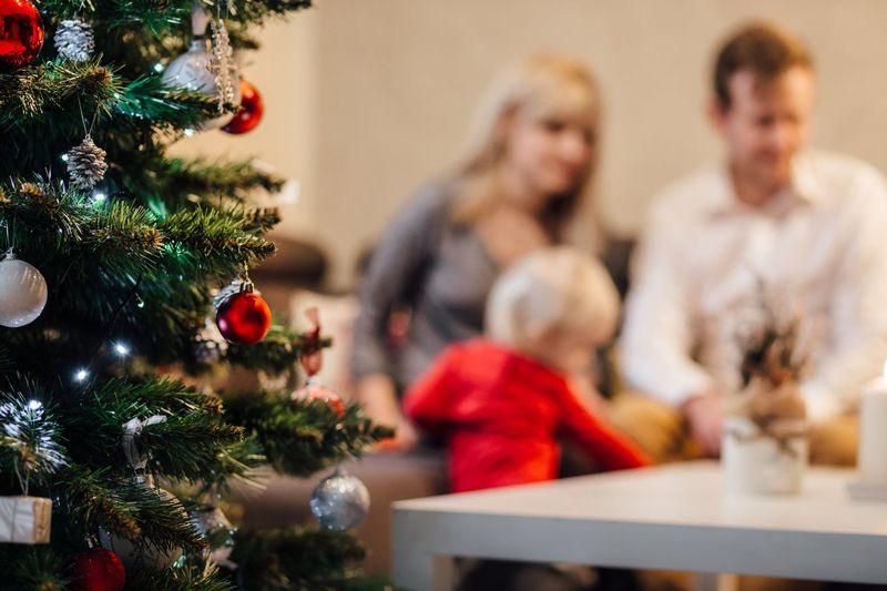 Cinco juegos de impro para hacer en Navidad con la familia
